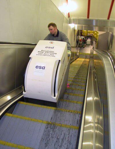 escalator step cleaner